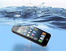 iPhone修理新宿南口店水没修理