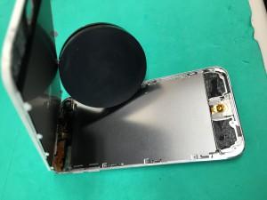 ipodtouch5液晶交換(液晶を開けたところ)